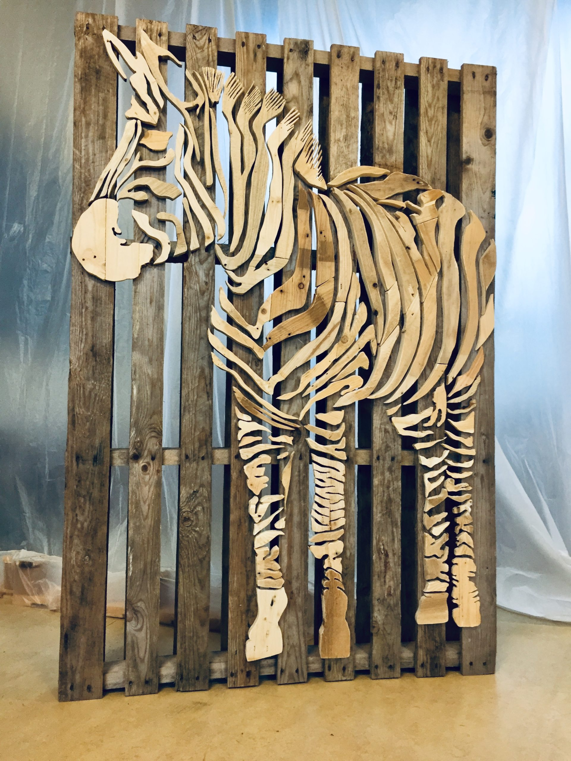 Zebra op pallet - 106 x 158 cm. VERKOCHT